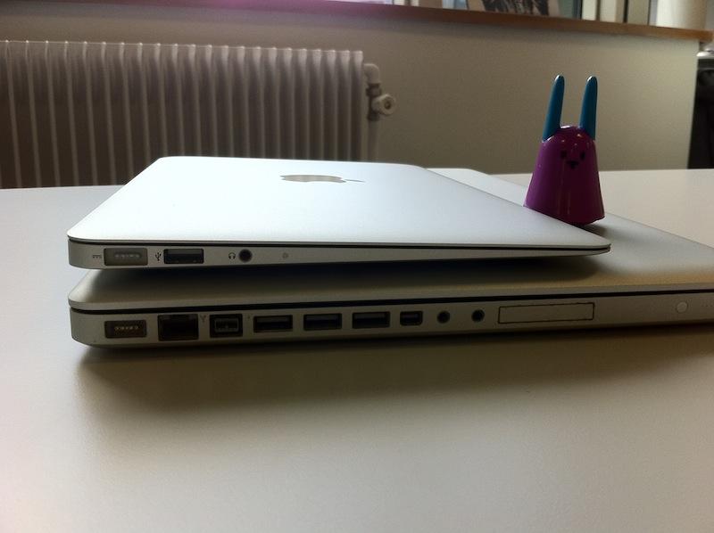 le macbook air 11 pouces face au macbook pro 17 pouces. Black Bedroom Furniture Sets. Home Design Ideas