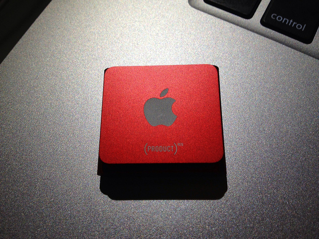 iPod shuffle (PRODUCT)RED (Clarence_ji, FlickR)