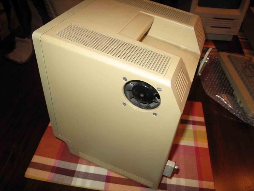 Un ventilateur (débranché en interne)