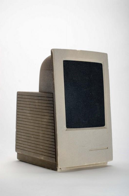 Un prototype de Mac LC vertical (en mousse)