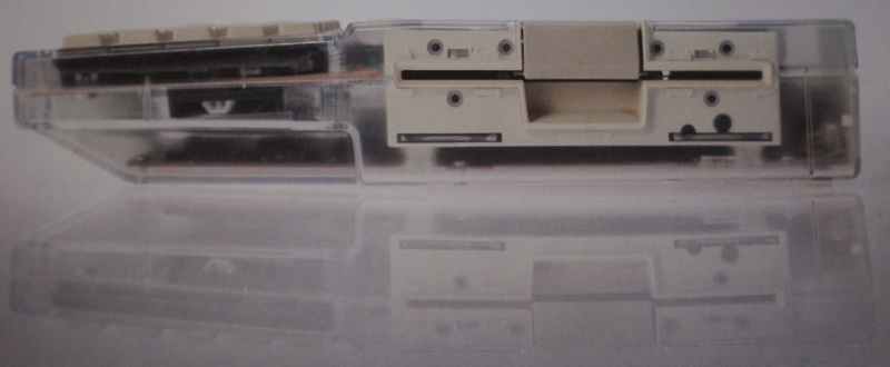 Un Apple IIc trasparent