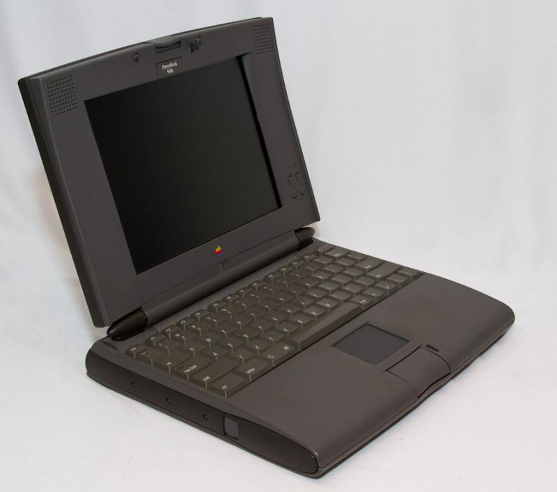 Le PowerBook 540c (la photo provient de là : http://jasontaylor.dyndns.org/blog/mac-museum/powerbooks-macbooks/powerbook-through-the-years-the-500-series/)