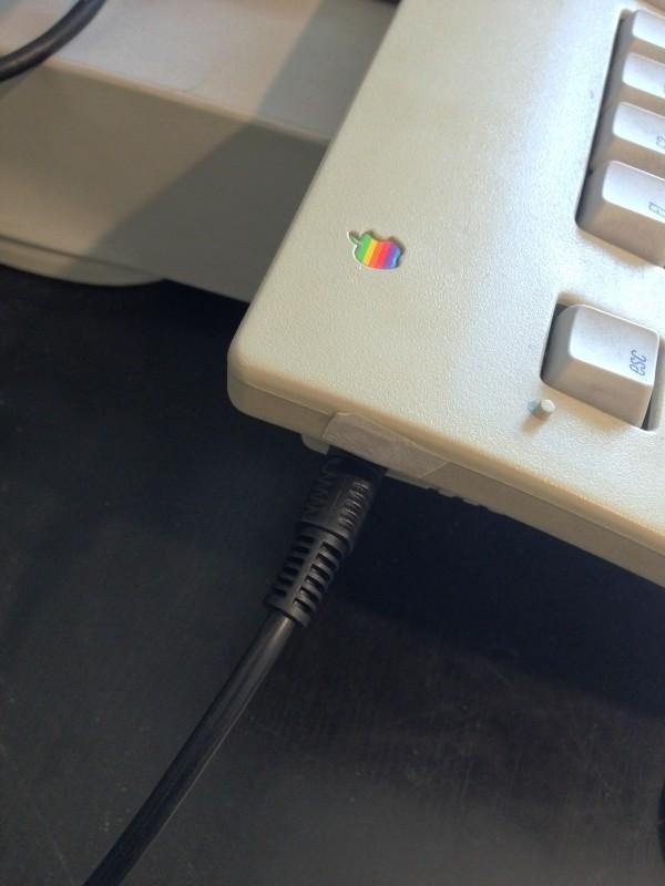 Un câble S-Video comme câble ADB