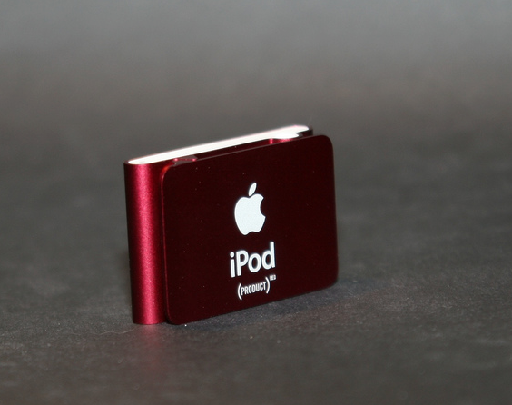 iPod shuffle (PRODUCT)RED (La Chose, FlickR)
