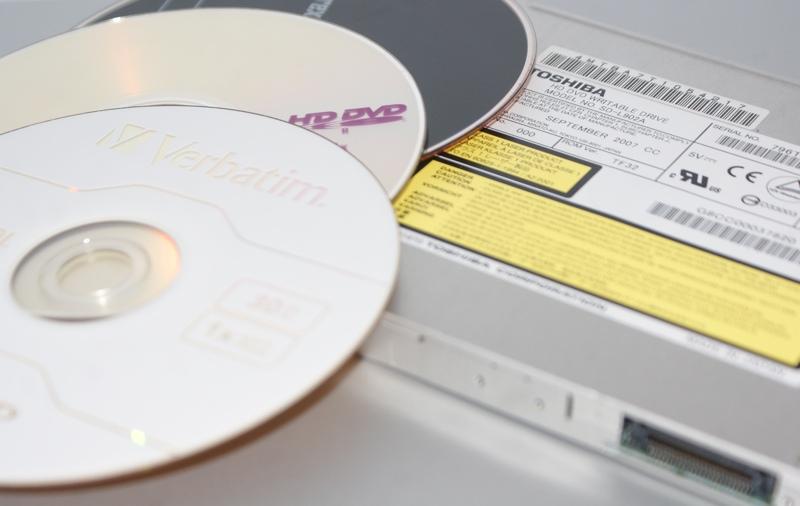 Un graveur et des disques