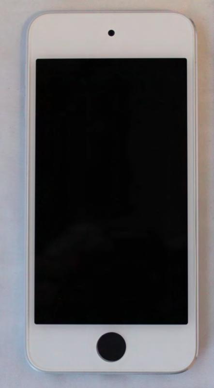 Un iPod touch avec un bouton noir (ou caché)
