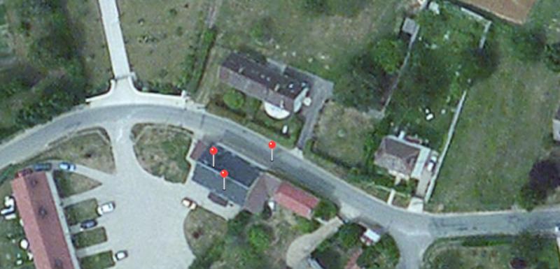 En campagne : (de gauche à droite) Google, GPS, Core Location. Google est le plus précis.
