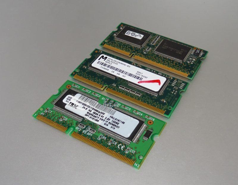 Trois barrettes de SGRAM