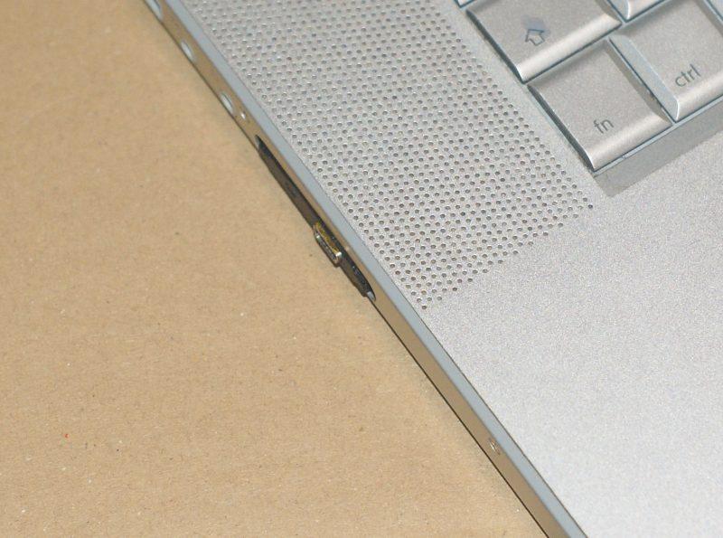 La prise USB dépasse un poil