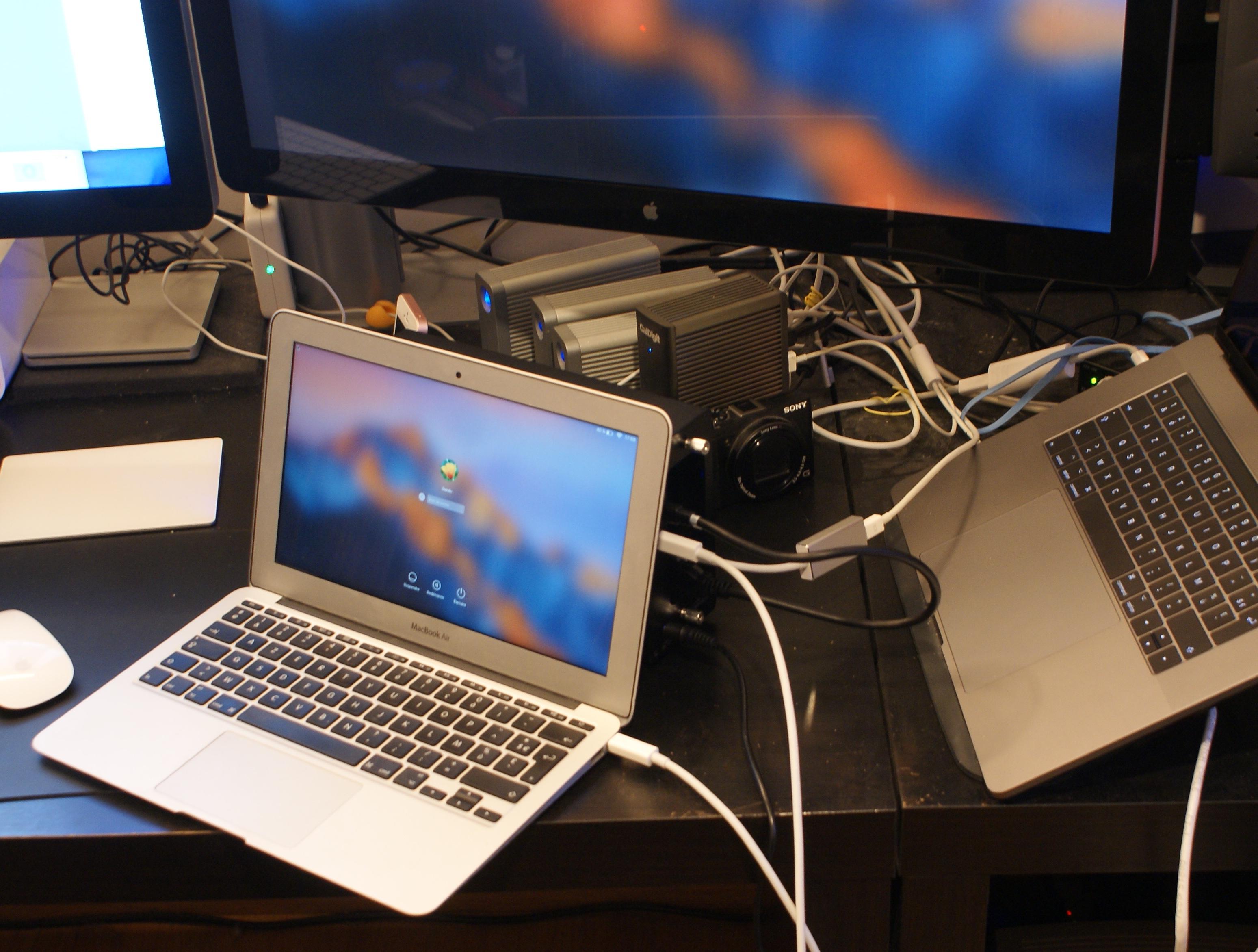 Puis-je brancher deux moniteurs externes à mon MacBook Pro